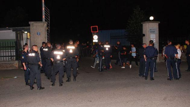 Schlägerei in Traiskirchen: 300 Asylwerber in Rage (Bild: Thomas Lenger/Monatsrevue)