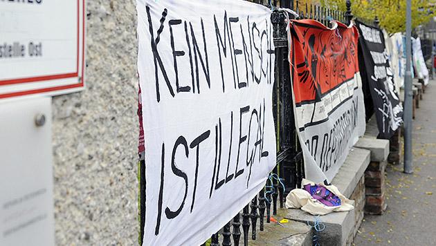 Asyl-Demo der ÖH in Traiskirchen darf stattfinden (Bild: APA/HERBERT P. OCZERET)