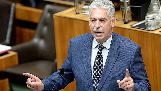 Schelling verteidigt EU-Hilfen für Griechen (Bild: APA/ROLAND SCHLAGER)