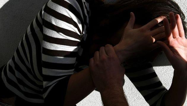 Sexattacke auf 19-Jährige in Bahnunterführung (Bild: APA/HANS KLAUS TECHT (Symbolbild))