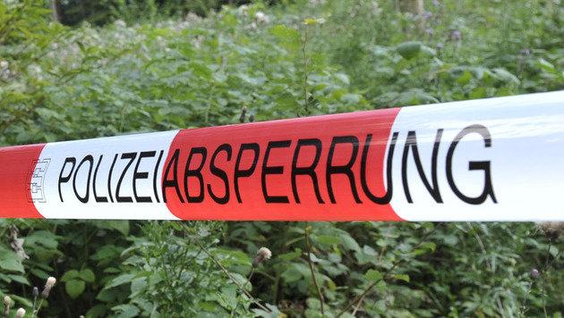Tirol: Urlauberfamilie entdeckt Leiche in Bachbett (Bild: dpa/Andreas Gebert (Symbolbild))