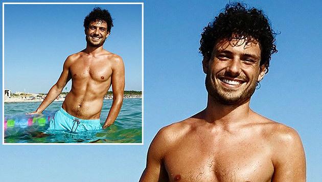 """Liebe Grüße aus Mallorca"", nennt Julian Schmid sein Badehosen-Foto auf seiner Facebook-Seite. (Bild: facebook.com/Julian Schmid)"