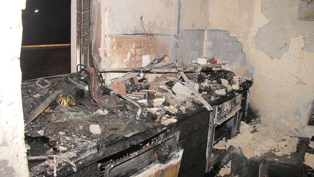 Das Feuer richtete in der Wohnung einen Schaden von rund 100.000 Euro an. (Bild: APA/STADT GRAZ FEUERWEHR)