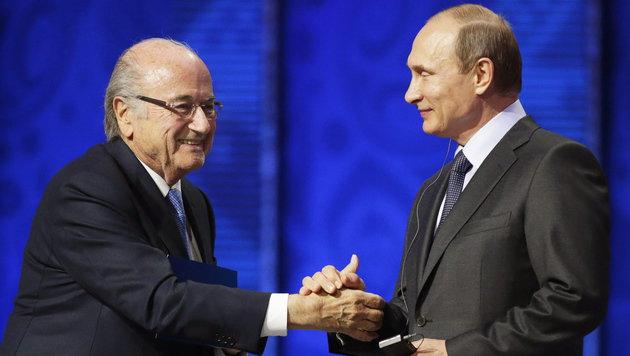Blatter pfeift auf Sperre und will WM besuchen (Bild: APA/EPA/TATYANA ZENKOVICH)