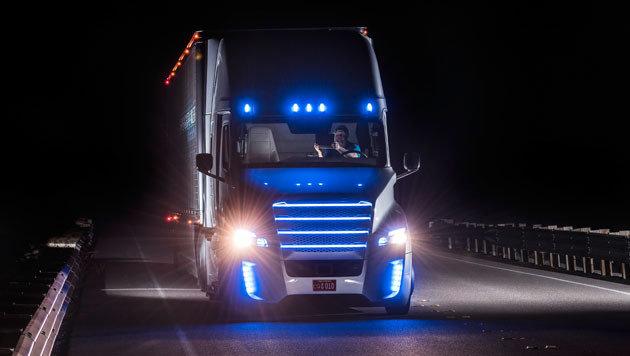 Daimler lässt Robo-Trucks auf deutsche Autobahnen (Bild: Daimler)