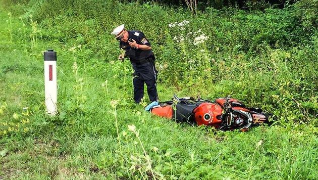 Für den 43-Jährigen kam jede Hilfe zu spät, seine Tochter (16) am Sozius wurde schwer verletzt. (Bild: zeitungsfoto.at/Liebl Daniel)