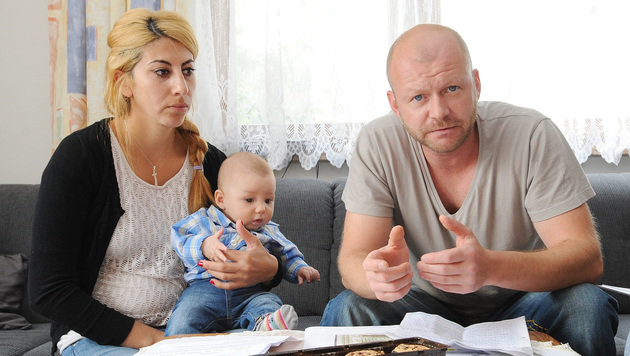 Papa Matthias (r.) und Mama Nesrin sind am Rande der Verzweiflung. (Bild: Erich Spiess)