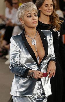 Als Mädchen hat Rita Ora ihre Brüste gehasst, jetzt zeigt sie gern ihr Dekolleté. (Bild: Viennareport)