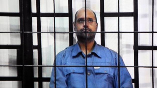 Gaddafi-Sohn Saif al-Islam wurde in Libyen zum Tode verurteilt. (Bild: APA/EPA/SABRI ELMHEDWI)