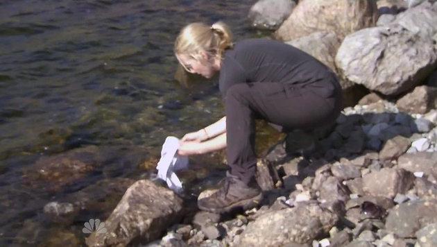 Kate Winslet wäscht ihren BH ... (Bild: Viennareport)