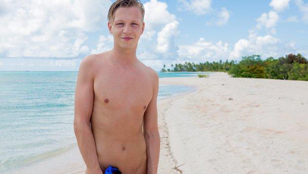 """Achi (25) aus Oberösterreich ist Objekt der Begierde in """"Adam sucht Eva - Gestrandet im Paradies"""". (Bild: RTL)"""
