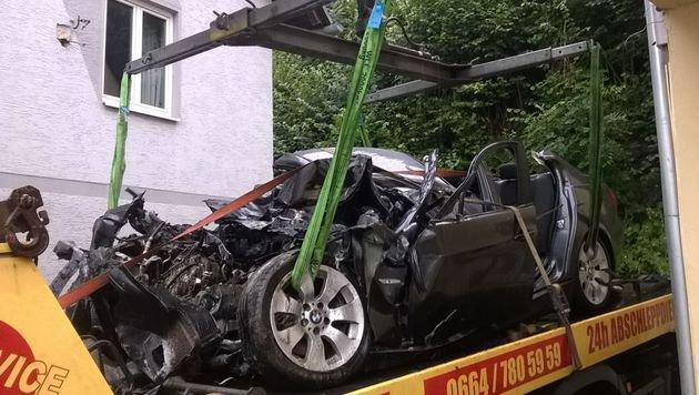 Das Unfallwrack, in dem der 19-Jährige starb (Bild: Hannes Wallner)