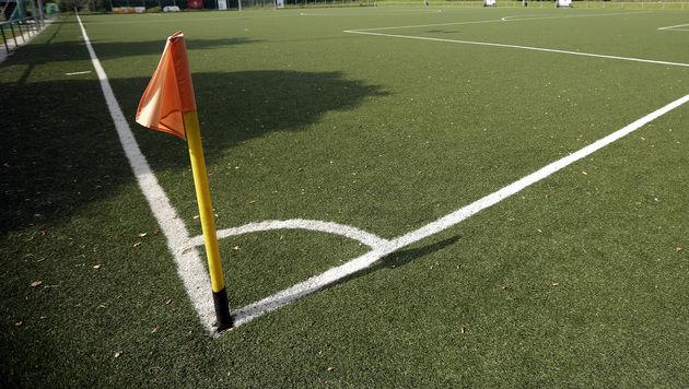 21-Jähriger bricht bei Fußballmatch zusammen - tot (Bild: APA/GEORG HOCHMUTH (Symbolbild))