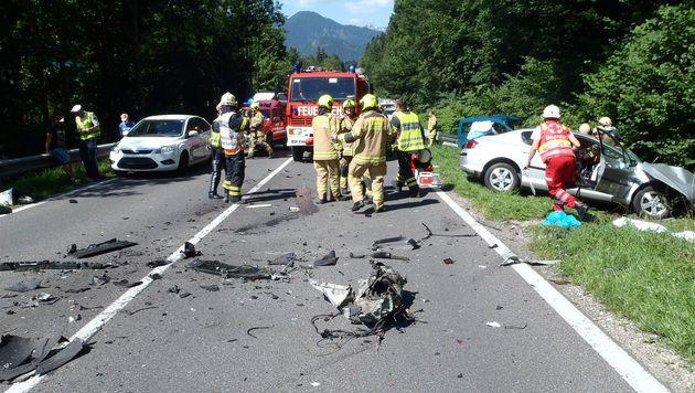 Autofahrer (60) mit Reisebus kollidiert - tot (Bild: FF Bad Ischl)