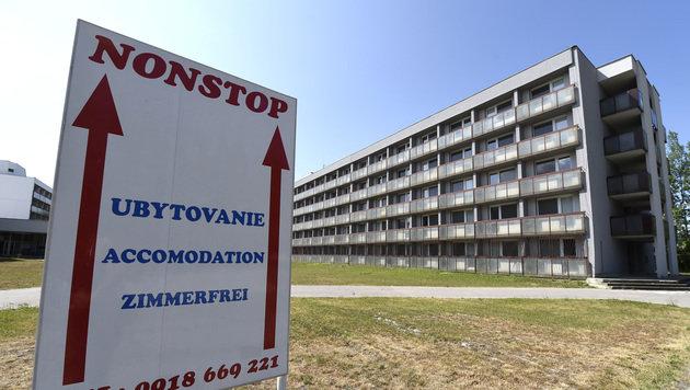 In diesem Gebäudekomplex sollen 500 Asylwerber aus Traiskirchen untergebracht werden. (Bild: APA/HELMUT FOHRINGER)