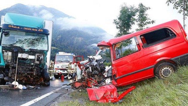 Unser Bild zeigt die Situation an der Unfallstelle bei St. Veit im Pongau nahe des Kreisverkehrs. (Bild: Gerhard Schiel)