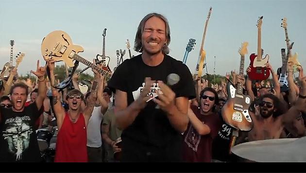 """Rockige Einladung an die Foo Fighters aus Italien (Bild: YouTube.com/Rockin""""1000)"""