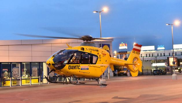 Mit dem Notarzthubschrauber wurde das Mädchen ins Spital geflogen. (Bild: Patrick Huber)