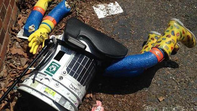 Hitchbot auf Reise durch USA zerstört (Bild: Twitter)