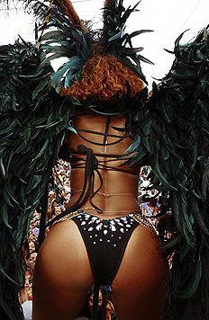 Rihanna hat den Rhythmus im Blut und wackelt bei der Parade mit ihren Pobacken. (Bild: Viennareport)