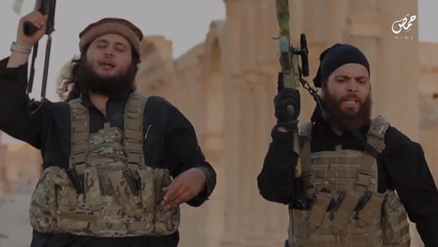 Mohamed M. tötet IS-Geisel vor laufender Kamera (Bild: Twitter.com)