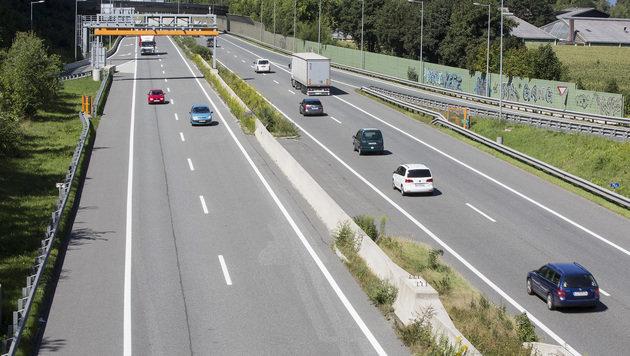 Fußgänger auf Autobahn von Pkw erfasst (Bild: Christian Forcher (Symbolbild))