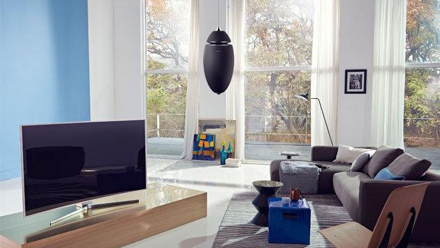 Mit einer optionalen Vorrichtung kann der R7 aufgehängt werden wie ein Lampenschirm. (Bild: Samsung)