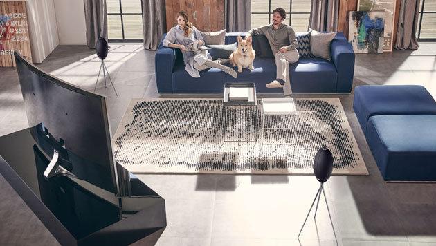 Wer einen Samsung-TV hat, kann die 360-Grad-Speaker als zusätzliche Surround-Lautsprecher nutzen. (Bild: Samsung)