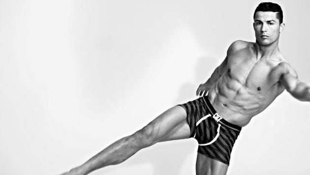 Cristiano Ronaldo macht nicht nur am Platz, sondern auch in seiner Unterwäsche eine gute Figur. (Bild: Facebook.com)