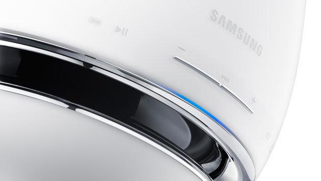 Hübsch, aber nicht unbedingt praktisch: Die Bedienelemente wurden als Touch-Buttons gelöst. (Bild: Samsung)