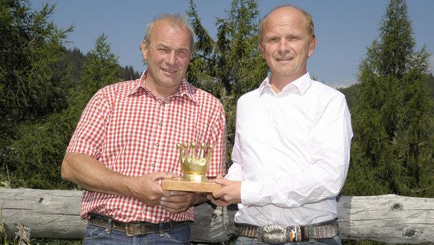 """Andreas Neuschitzer und Robert Aigner erhielten für ihren mutigen Einsatz die """"Goldene Krone"""". (Bild: Roland Holitzky)"""