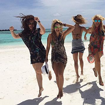 ... sondern hat auch richtig viel Spaß mit ihren Mädels. (Bild: instagram.com/barrefaeli)