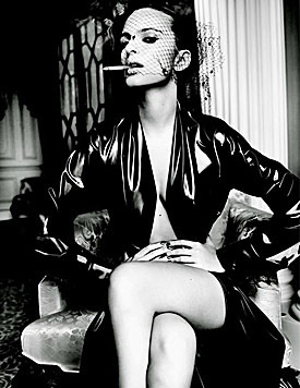 "Emily Ratajkowski sexy im ""GQ"" (Bild: Viennareport)"