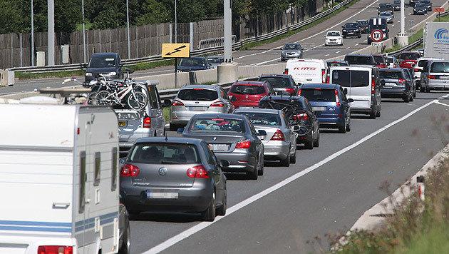 Pannenstreifen in Stoßzeiten für Verkehr öffnen (Bild: APA/FRANZ NEUMAYR (Symbolbild))