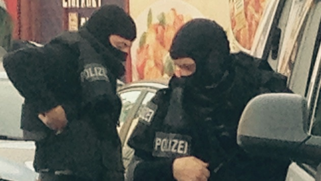 Einsatz in Wien: WEGA stürmt Lokal in Ottakring (Bild: Richard Schmitt)