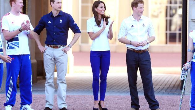 Aber auch Hosen sind der Queen ein Dorn im Auge. (Bild: IAN WEST/EPA/picturedesk.com)