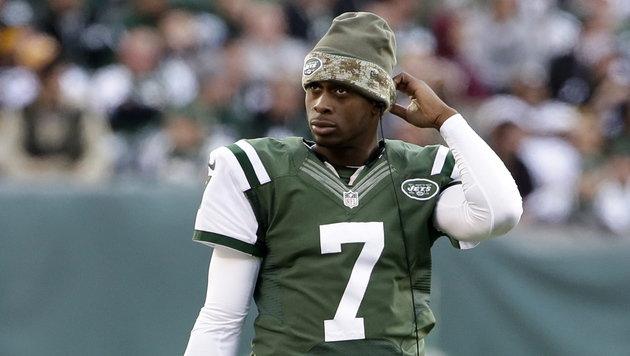 Teamkollege bricht NFL-Quarterback den Kiefer (Bild: APA/EPA/JASON SZENES)
