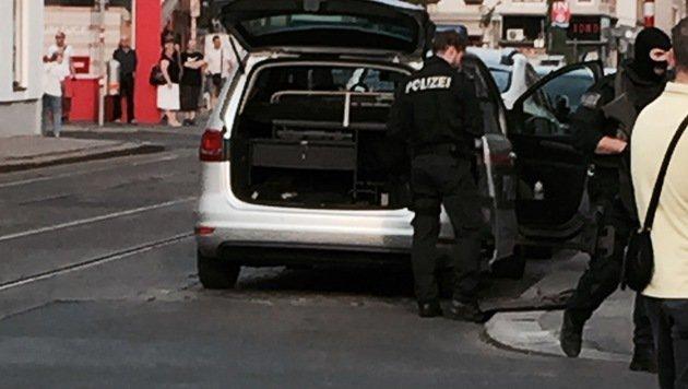 Einsatz in Wien: WEGA stürmt Lokal in Ottakring (Bild: Leserreporter Michaela L.)