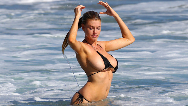 Den Mini-Bikini des Sommers trägt Charlotte McKinney. So sexy! (Bild: splash news)