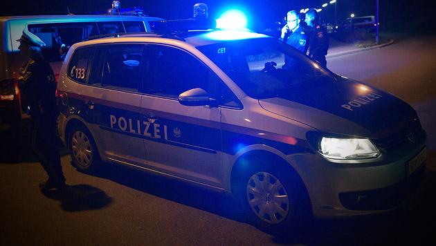 Flüchtlinge kapern Schlepper-Auto und entkommen (Bild: APA/HANS PUNZ (Symbolbild))