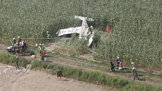 Schwerverletzter bei Überschlag mit Kleinflugzeug (Bild: APA/…OAMTC)