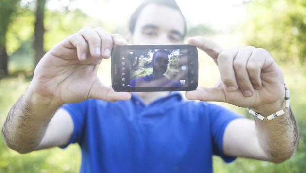 Selfies ließen Handy-Dieb in Frankreich auffliegen (Bild: thinkstockphotos.de)