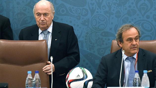 Lebenslange Sperre für Blatter und Platini? (Bild: APA/EPA/MARCUS BRANDT)