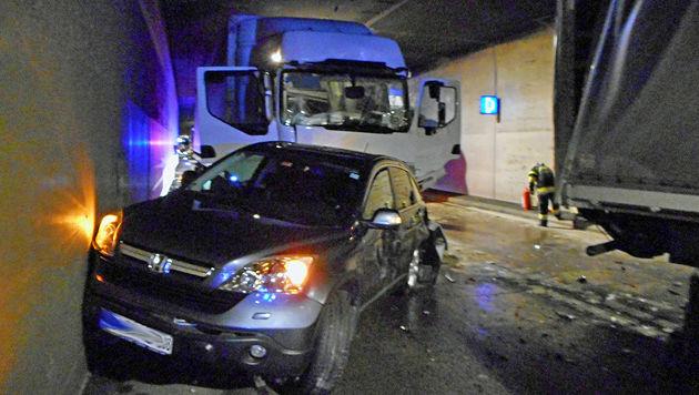 Auffahrunfall in Tunnel: Drei Kinder verletzt (Bild: APA/FF ST.MICHAEL)