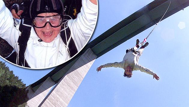 Mit voller Begeisterung sprang Penka Baleva (84) von der Europabrücke in Tirol. (Bild: dobrinite.com, Christof Birbaumer (Symbolbild))