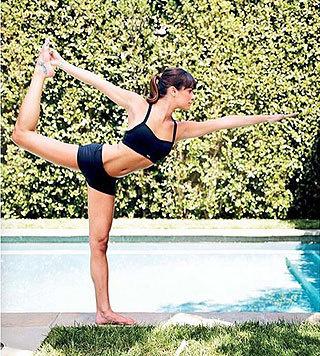 """Ihre zierliche Figur verdankt """"Glee""""-Beauty Lea Michele ihrem fleißigen Yoga-Training im Bikini. (Bild: Viennareport)"""