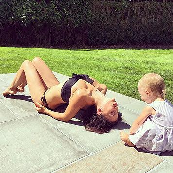Hilaria Baldwin ist übrigens Yoga-Lehrerin von Beruf. (Bild: Viennareport)