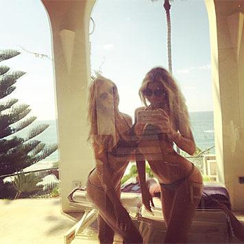 Auch Charlotte McKinney lässt sich zu sexy Schnappschüssen vom Urlaub hinreißen. (Bild: instagram.com/charlottemckinney)