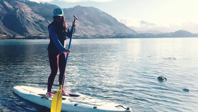 Idylle pur in Neuseeland: Anna Fenninger paddelt in einer Trainingspause am Lake Wanaka. (Bild: Facebook.com)