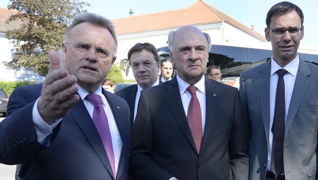 Das Asyl-Durchgriffsrecht des Bundes stößt den Länderchefs teils sauer auf. (Bild: APA/ROBERT JAEGER)